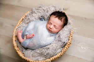 Booking a Newborn Photo Session 3
